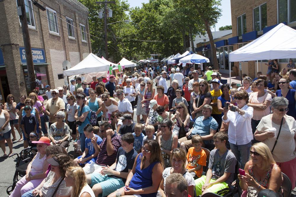 Crowds at the street fair. (Credit: Katharine Schroeder)